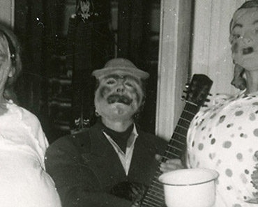 Grotesques With Guitar – 1950s Party Set