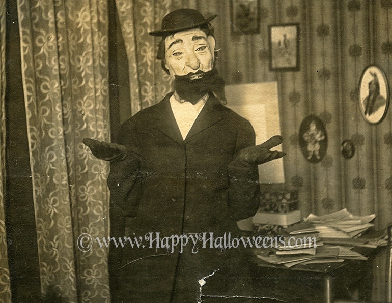 Old (Jewish?) man mask from the 1910s / 20s